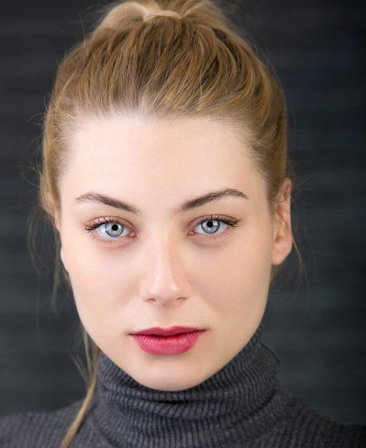 Kelly Banlaki's Actor Headshot